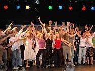 Großer Auftritt - Gemeinsam den Erfolg erarbeiten und den Beifall genießen wie diese Theatergruppe