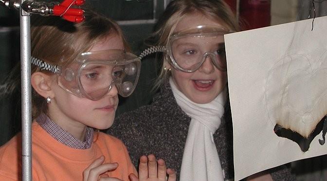 Forschung als Abenteuer erleben – wie diese jungen Nachwuchs-Naturwissenschaftlerinnen