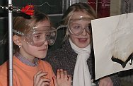 Forschung als Abenteuer erleben - wie diese jungen Nachwuchs-Naturwissenschaftlerinnen