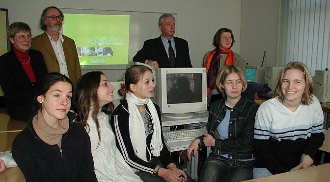 Unterzeichnung eines Zusatzkooperationsvertrages zur Mädchenförderung mit der TUHH